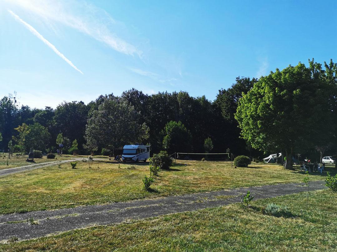 camping-emplacement-saint-pardoux-la-rivière